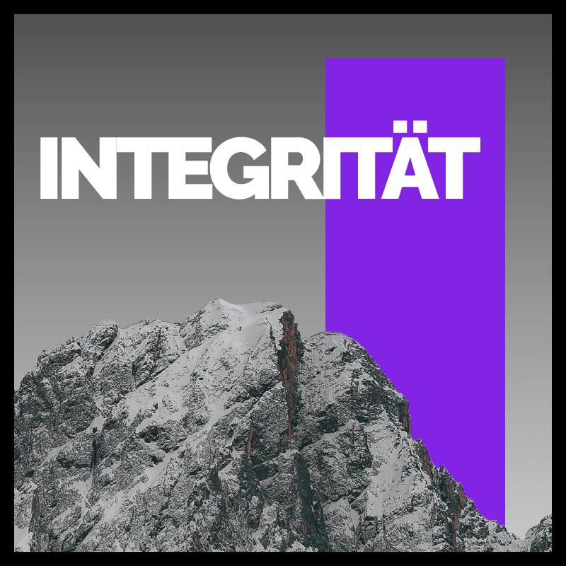 """Quadratische Grafik mit einem Berg, dahinter ein lila Rechteck und der slideguru Wert """"Integrität""""."""